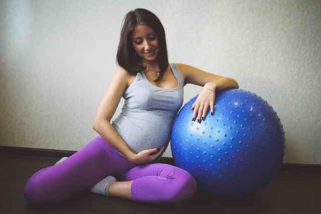 Занятия с фитболом при беременности