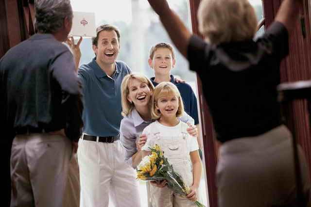 Ребенок и гости