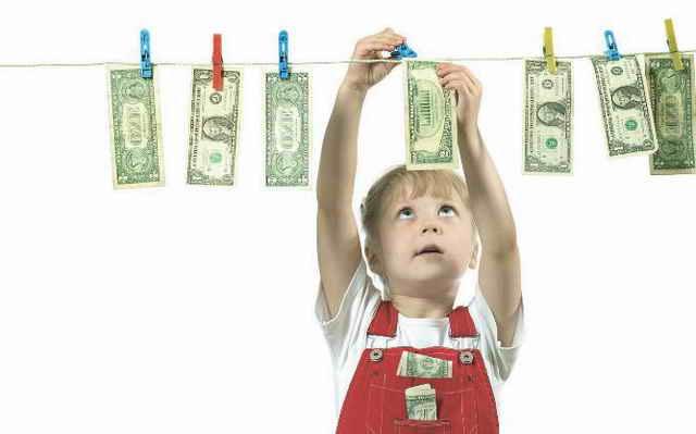 Девочка и деньги