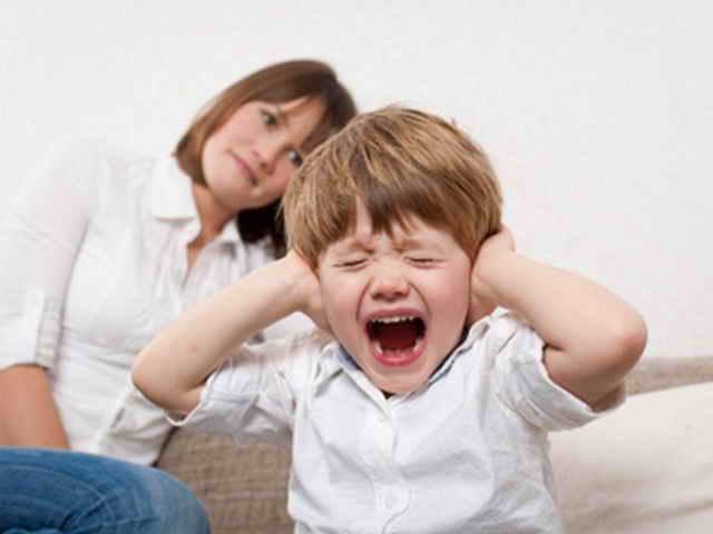 Ребенок кричит