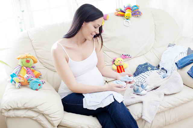 Выбор одежды для будущего малыша