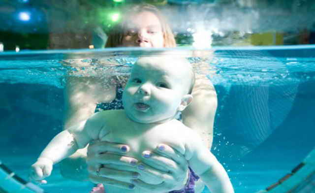 Малыш ныряет