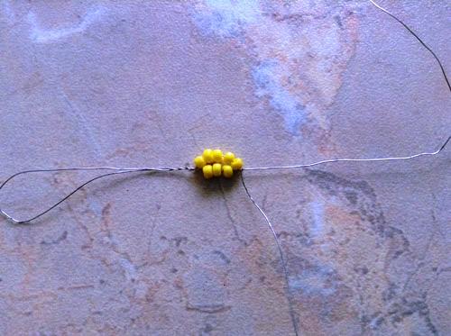 ромашки из бисера