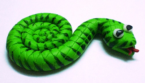 Змея из пластики