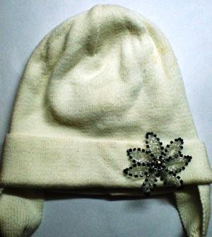Украшение из бисера на шапке